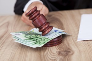 Las costas judiciales, un análisis de las costas en todos los procesos civil, laboral y penal. Reclamaciones de menos de 2000 euros