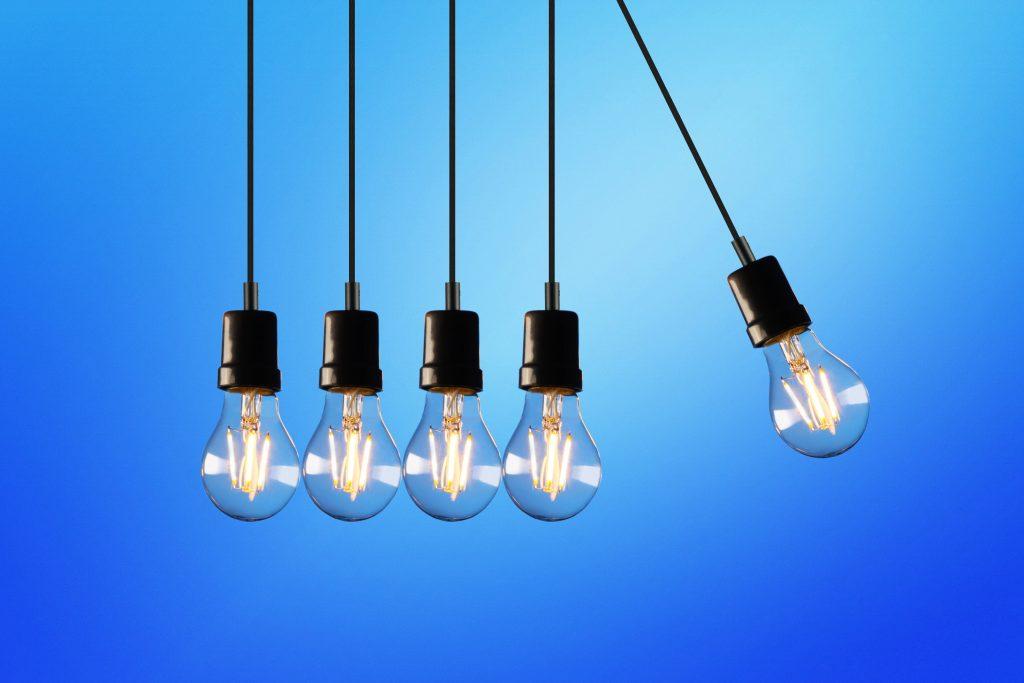 cables de la luz y de toma de tierra, son  elementos comunitarios o privativos de las viviendas.